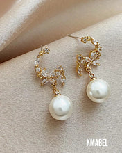 Load image into Gallery viewer, Lola Mini Pearl Gold Statement Earrings