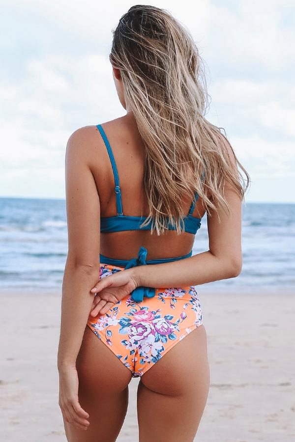 Summer Dream Blue Wrap e bikini floreale a vita alta