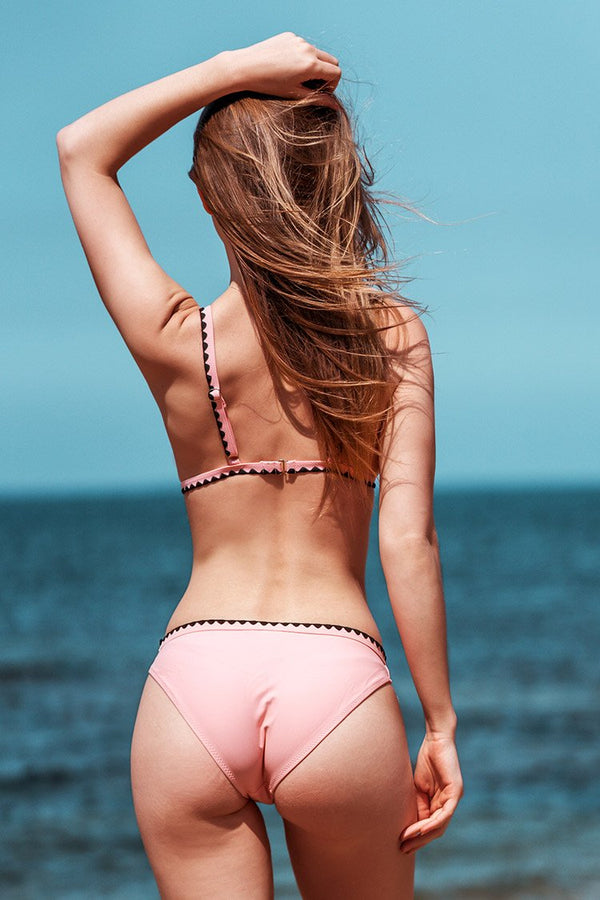 Bikini con rifiniture all'uncinetto rosa e nero