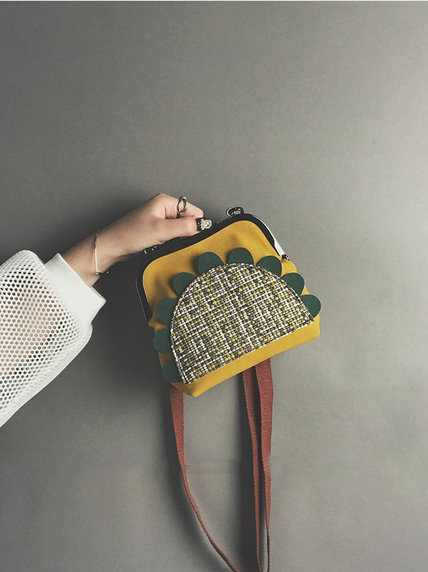 Modakawa Bag Sunflower Vintage Crossbody Bag