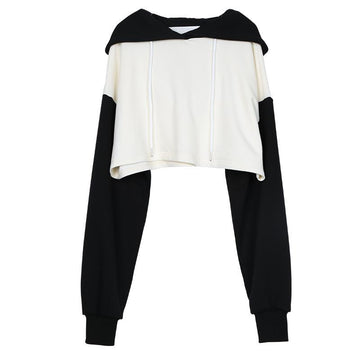 Modakawa Sweatshirt Black & White / S Chic Black White Color Block Short Hoodie