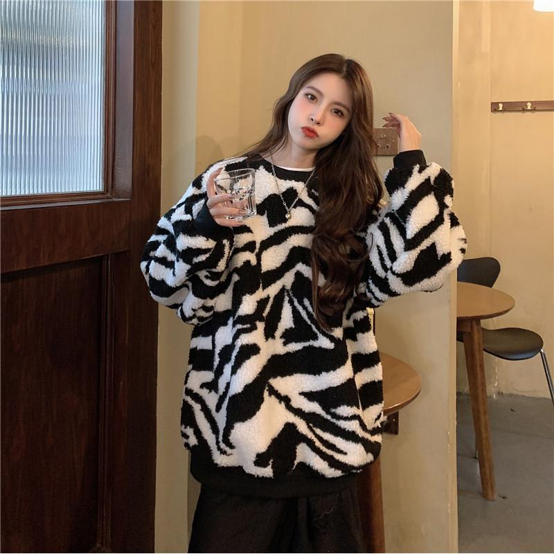 Modakawa Sweatshirt Zebra Stripe Plush Oversized Sweatshirt