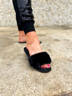 black-faux-fur-slides-holiday-shoes-houseshoes-holiday-outfit-ideas-sequin-joggers-shop-style-your-senses-by-mallory-fitzsimmons
