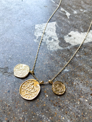 shop-style-your-senses-by-mallory-fitzsimmons-fall-collection-fall-gold-triple-coin-necklace-fall-accessories-womens-clothing-mom-fall-fashion