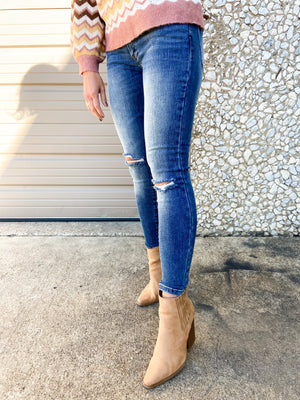shop-style-your-senses-by-mallory-fitzsimmons-fall-collection-fall-medium-wash-mid-rise-distressed-skinny-jeans-womens-clothing-mom-fall-fashion