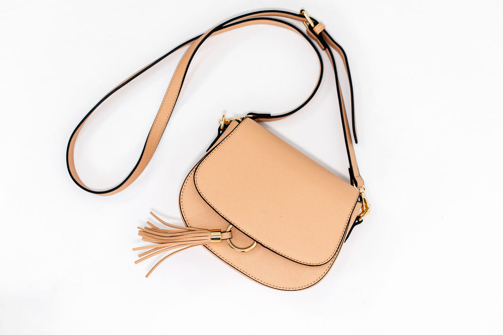 shop-style-your-senses-elevated-autumn-fall-2019-womens-outfits-motherhood-fashion-accessories-tan-tassel-crossbody-bag