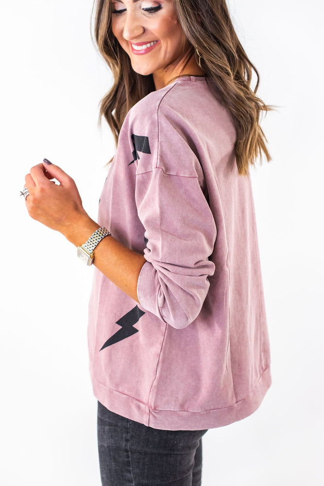 lightening bolt sweatshirt, fall trends, fall fashion, casual style, mom style, shop style your senses, mallory fitzsimmons