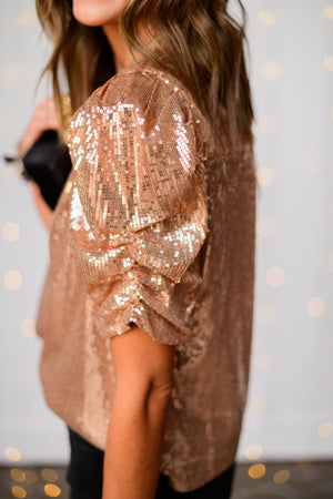 rose-gold-sequin-puff-sleeve-top-shoulder-puff-shoulder-rouched-holiday-launch-holiday-party-outfits-holiday-sequins-glass-beaded-bracelets-black-crossbody-purse-shop-style-your-senses-by-mallory-fitzsimmoms