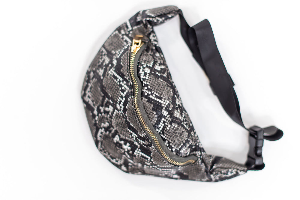 shop-style-your-senses-by-mallory-fitzsimmons-scale-print-fanny-pack-holidays-gifts-2019-womens-affordable-fashion
