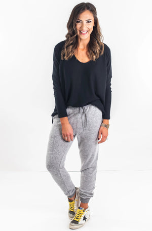 shop-style-your-senses-by-mallory-fitzsimmons-heather-grey-joggers-loungewear-cozy-fashion-easy-to-wear-comfy-fashion-comfortable-affordable-clothing