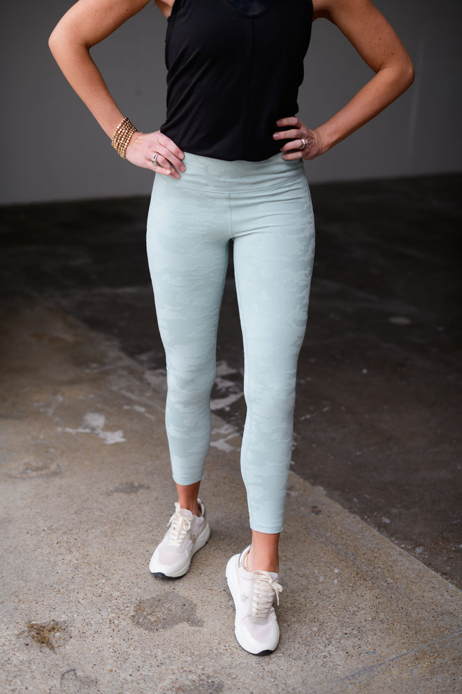 light sage textured camo leggings, workout wear, affordable athleisure, shop style your senses by mallory fitzsimmons