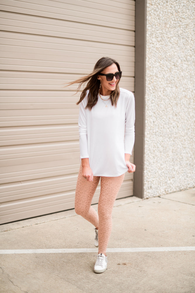 white split hem long sleeve athletic top, athleisure, work out style, shop style your senses by mallory fitzsimmons
