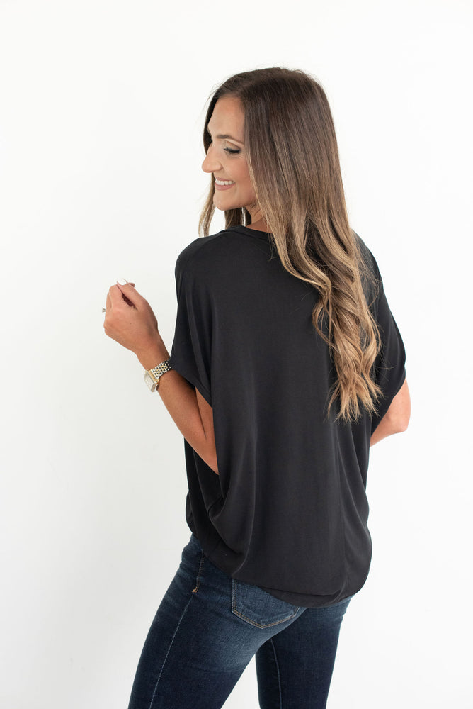 Black V Neck Dolman Top, Dark wash skinny jean, Texas Tech, TTU, Georgia, Oklahoma State, OSU, Vanderbilt, Iowa, Purdue, Wisconsin, Southern Miss, Southern Mississippi, Cornell, Harvard, North Carolina State, NC State, Arkansas, Colorado, CU, Alabama, game day tee, game day outfit, tailgate outfit, college football, style your senses, black tee, black top