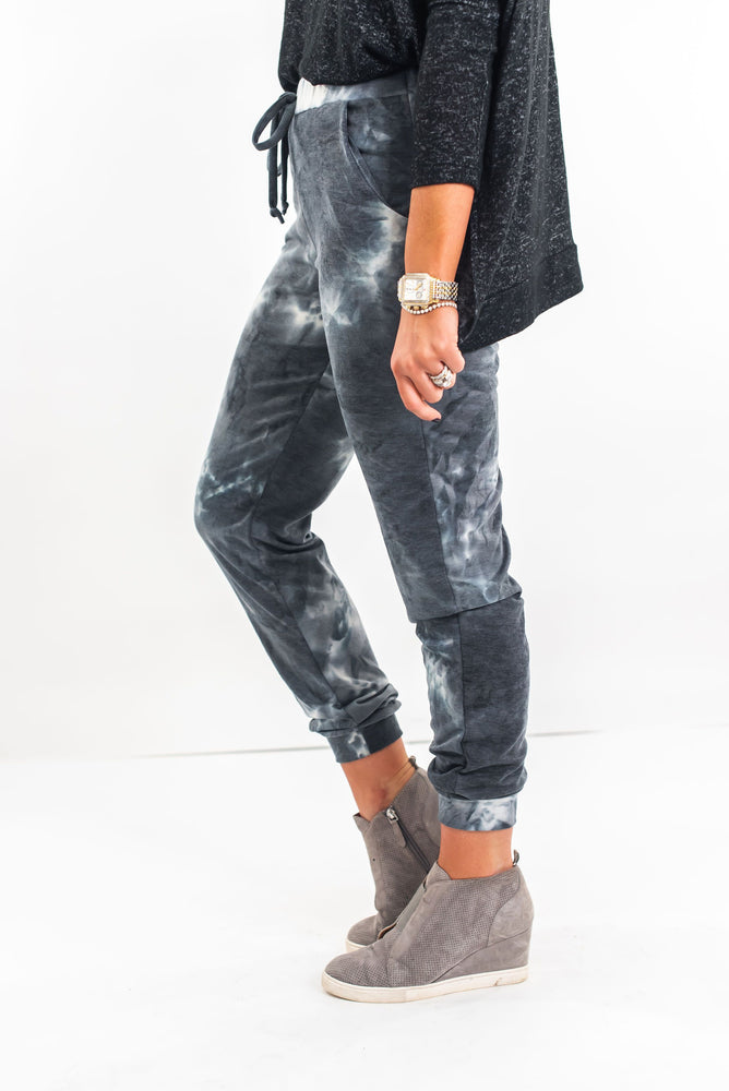 shop-style-your-senses-by-mallory-fitzsimmons-grey-tie-dye-jogger-pants-cozy-fashion-comfortable-clothes-mom-style