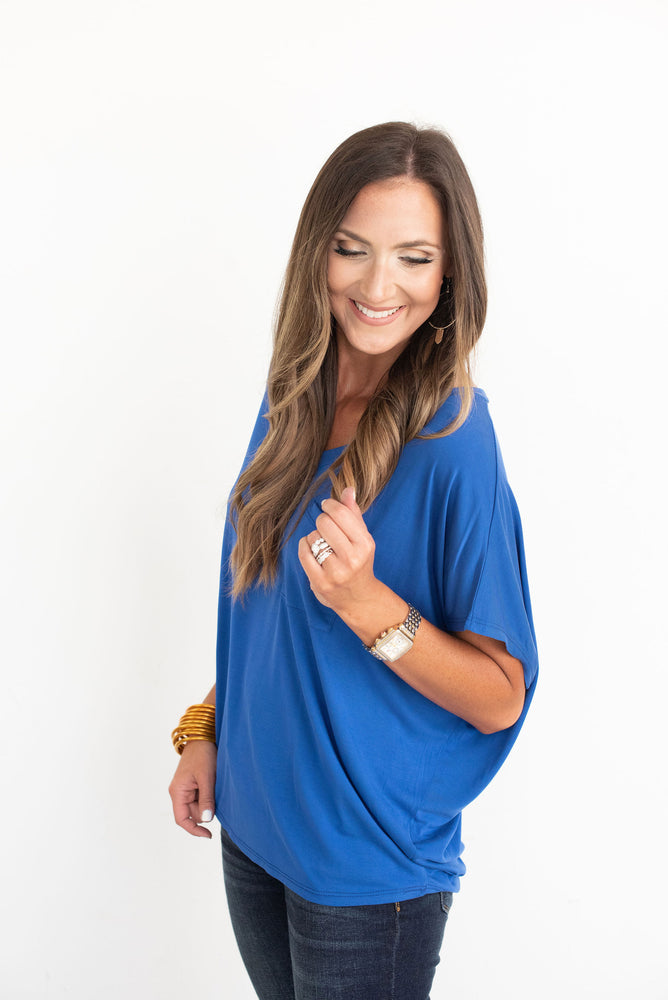 blue v-neck dolman tee, University of Florida, Kansas, Kentucky, West Virginia, WVU, Auburn, University of Mississippi, Ole Miss, Michigan, Penn State, UCLA, Rice, Penn, Yale, Duke, Notre Dame, Clemson, SMU, Southern Methodist, SEC, Big 12, Big Ten, Style your senses, blue game day tee, game day outfit, game day top, tailgate outfit, blue tee, college, college game day