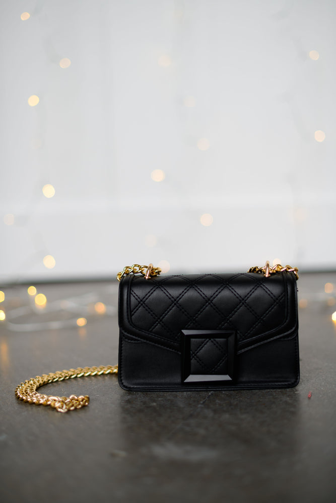black-quilted-purse-with-gold-chain-holiday-accessory-holiday-party-outfits-shop-style-your-senses-by-mallory-fitzsimmons