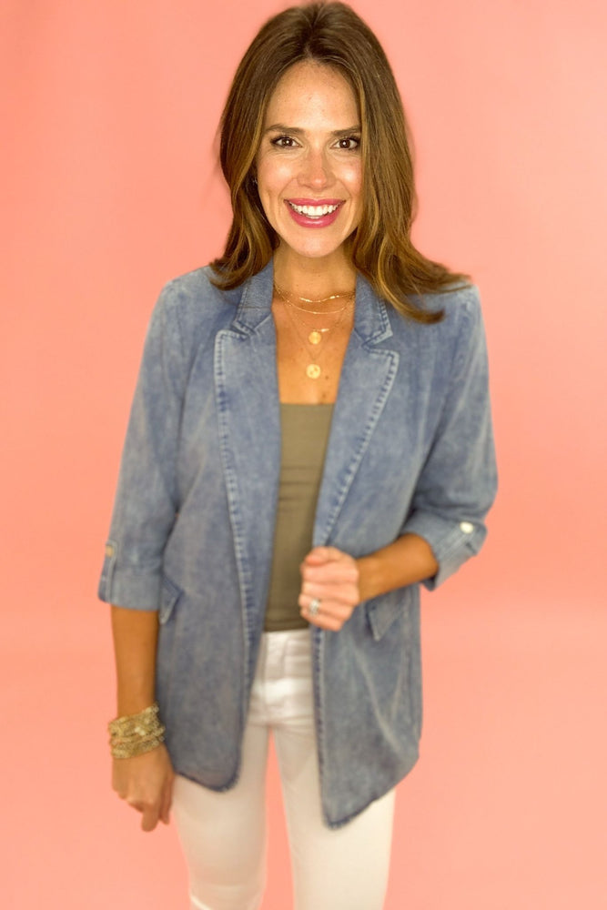 medium wash demin blazer, white skinny jeans, spring trends, shop style your senses by mallory fitzsimmons