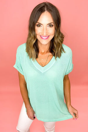 mint ribbed v neck short sleeve top, white skinny jeans, spring tops, bright colors, shop style your senses by mallory fitzsimmons
