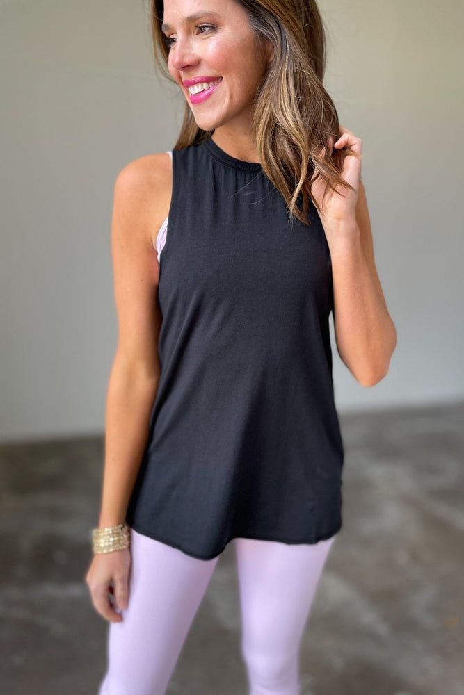 black ruched back muscle tank, stylish athleisure, fitness fashion, shop style your senses by mallory fitzsimmons