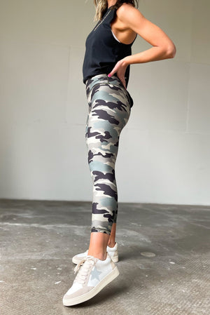 olive camo print butter capri leggings, stylish athleisure, fitness fashion, shop style your senses by mallory fitzsimmons