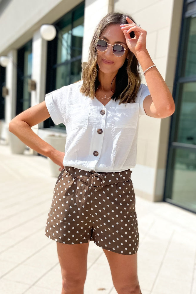 mocha paperboy waist shorts, spring outfits, mom outfits, shop style your senses by mallory Fitzsimmons  Edit alt text