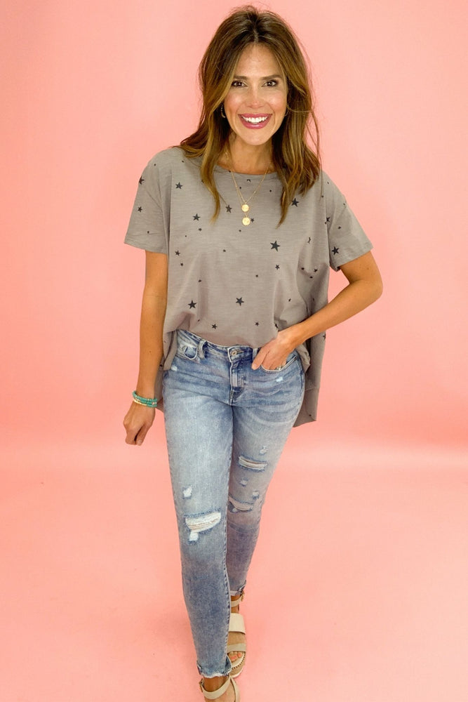 grey oversized star hi low top, distressed jeans, spring tops, trendy outfits, shop style your senses by mallory fitzsimmons