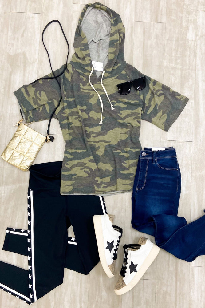 camo-short-sleeve-hooded-top-spring-outfits-new-arrivals-mom-style-shop-style-your-senses-by-mallory-fitzsimmons