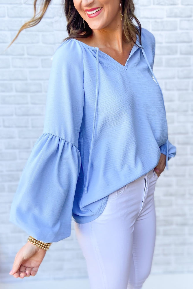 blue textured balloon sleeve top, white skinny jeans, spring tops, shop style your senses by mallory fitzsimmons