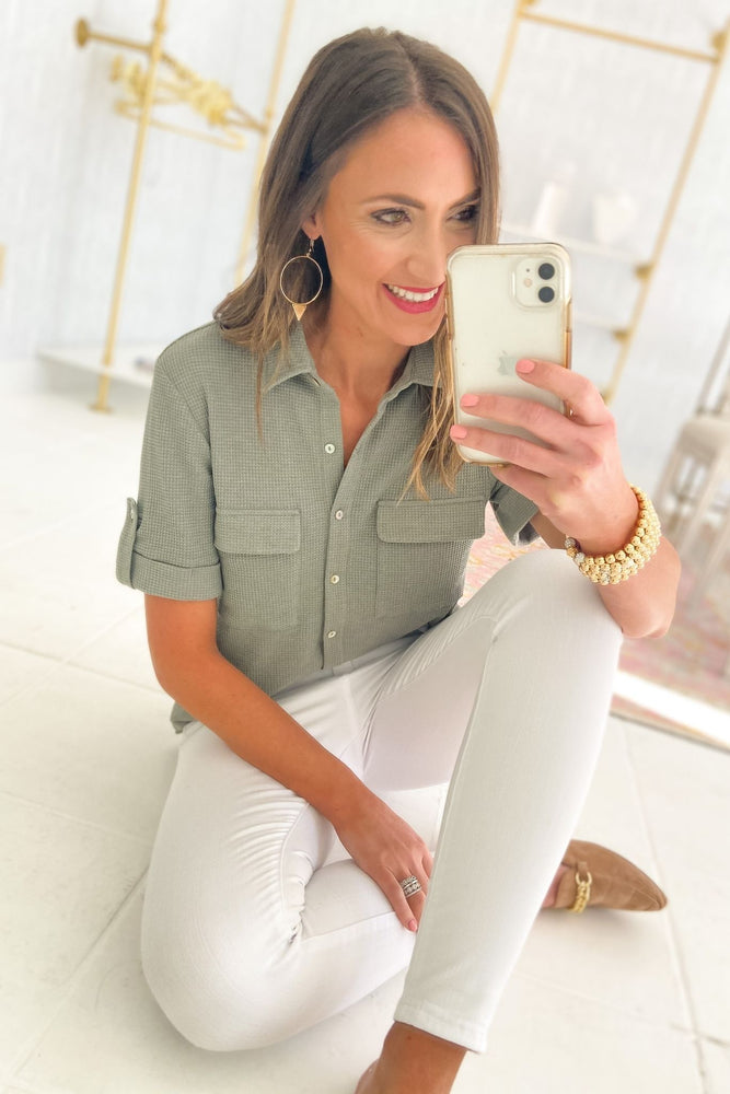 forest green mini waffle knit button down top, white skinny jeans, spring tops, shop style your senses by mallory fitzsimmons