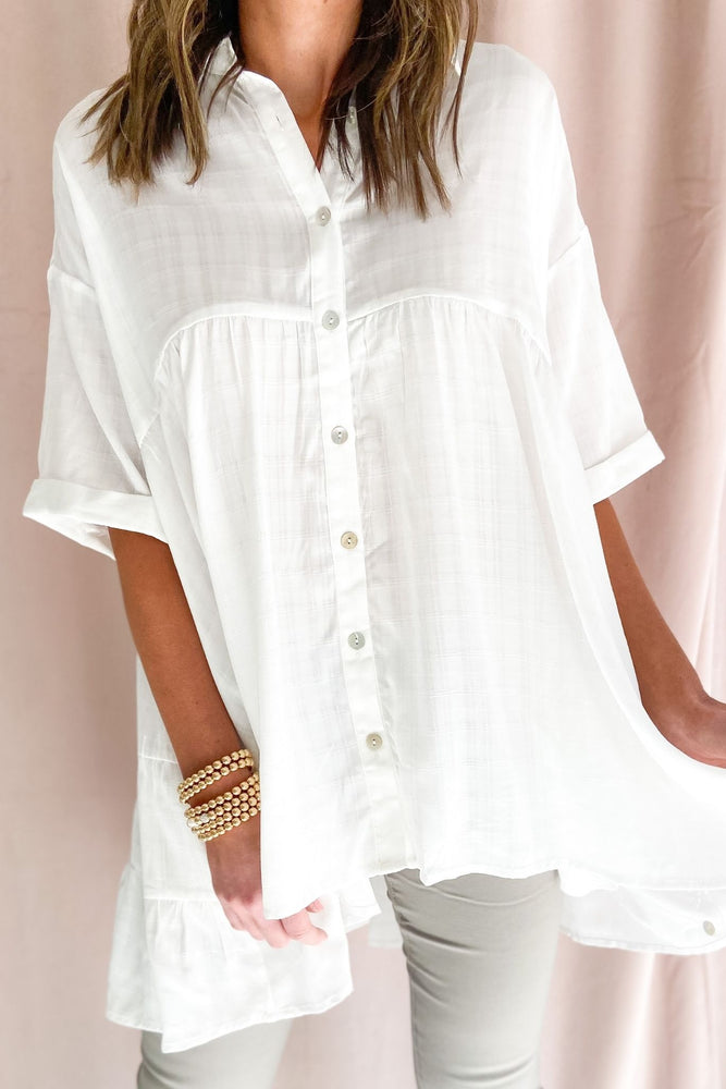 white button down hi low collared top, skinny jeans, spring tops, shop style your senses by mallory fitzsimmons