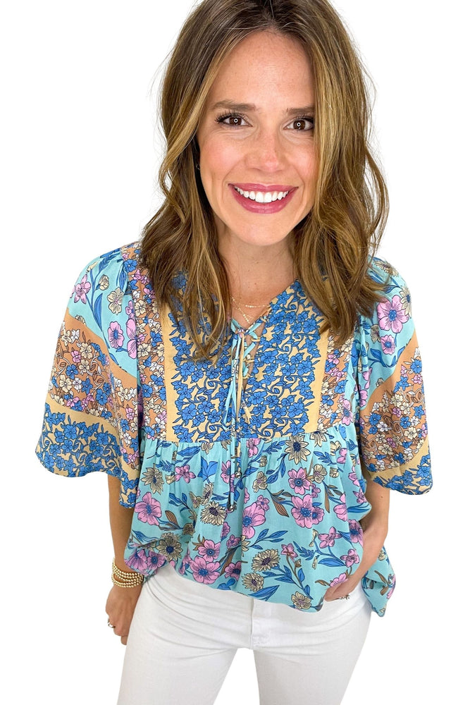 blue mixed floral print flowy top, white skinny jeans, spring tops, shop style your senses by mallory fitzsimmons