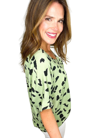 green large spotted print v neck top, white skinny jeans, work to weekend, affordable style, shop style your senses by mallory fitzsiimmons