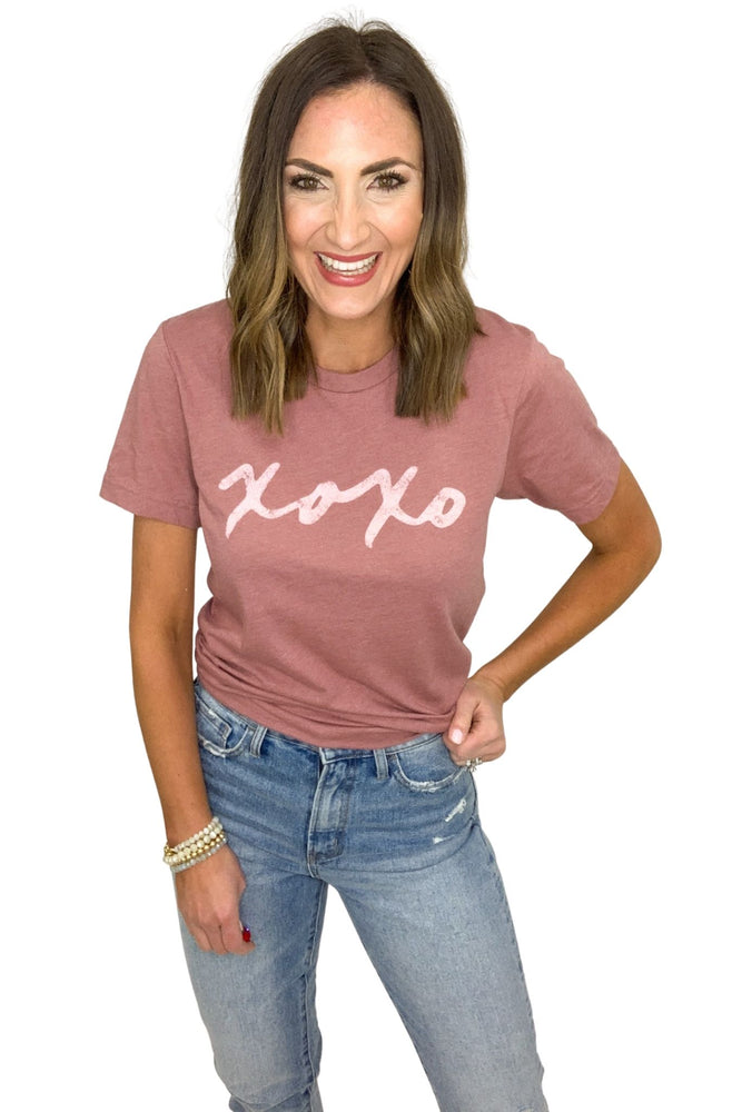 mauve xoxo graphic tee, valentines tees, valentines outfit, shop style your senses by Mallory Fitzsimmons