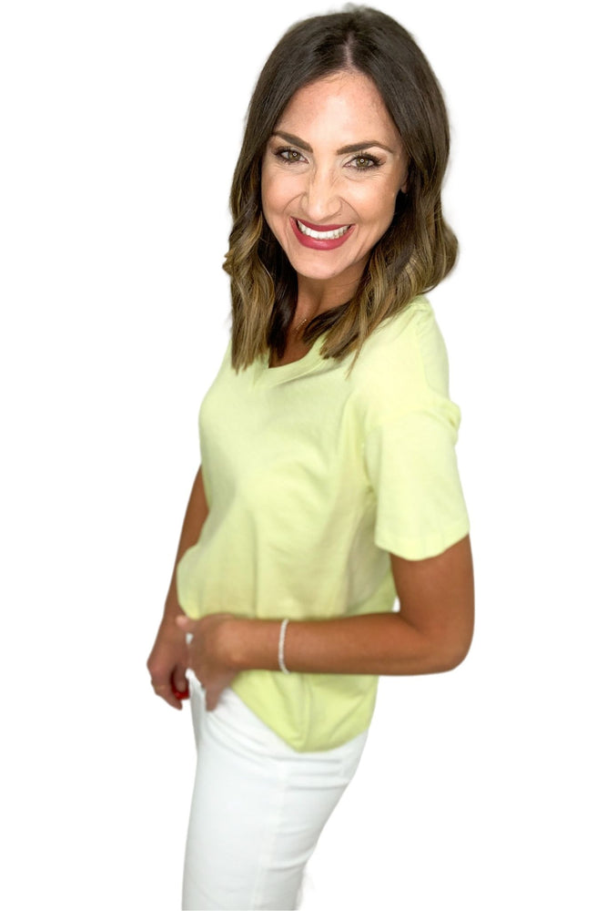 yellow v neck basic tee, white skinny jeans, closet staples, shop style your senses by mallory fitzsimmons
