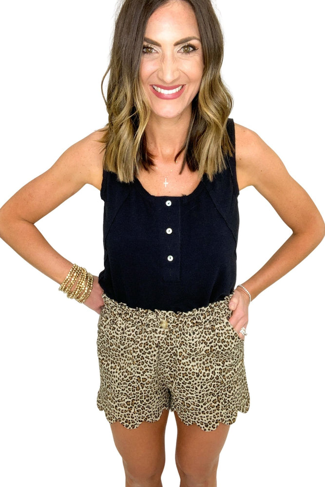 animal print pull on shorts with scallop hem, black tank, summer shorts, shop style your senses by mallory fitzsimmons