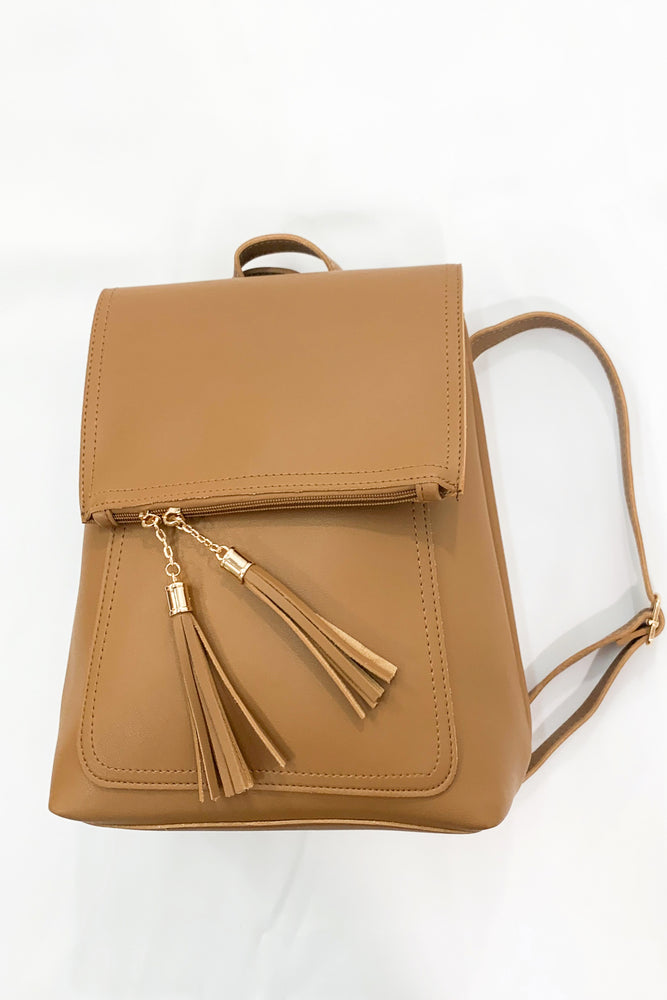 shop-style-your-senses-by-Mallory-Fitzsimmons-camel-backpack-crossbody-purse-functional-mom-style-easy-to-carry-bag