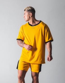 LÝFT Neck Logo Big T-shirt- Yellow