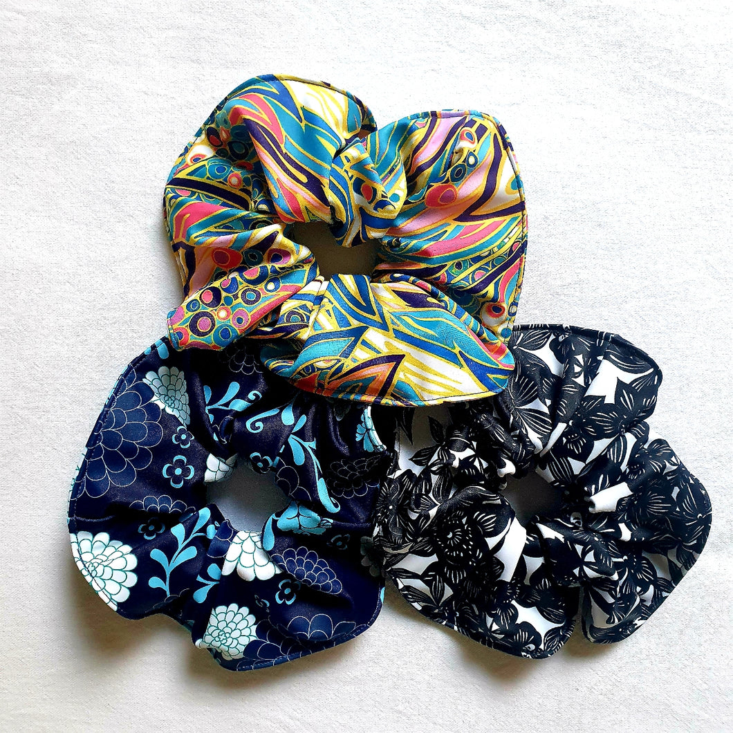 Women's golf scrunchies in variety of fashionable prints to match with our Women's Sleeveless Golf Tops.