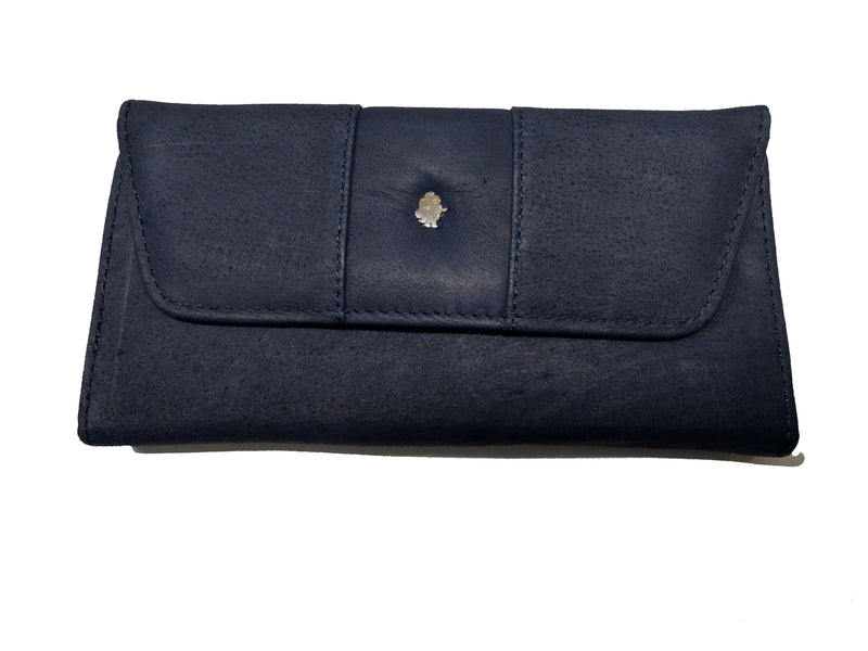 Muskox leather ladies wallet carmin in black by Qiviuk Boutique