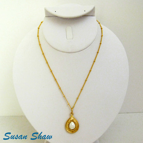 SUSAN SHAW GOLD TEARDROP WITH GENUINE MOTHER OF PEARL STONE NECKLACE