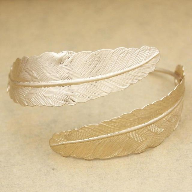 Bohemian Beautiful Adjustable Feather Bracelet - The Young Hippie