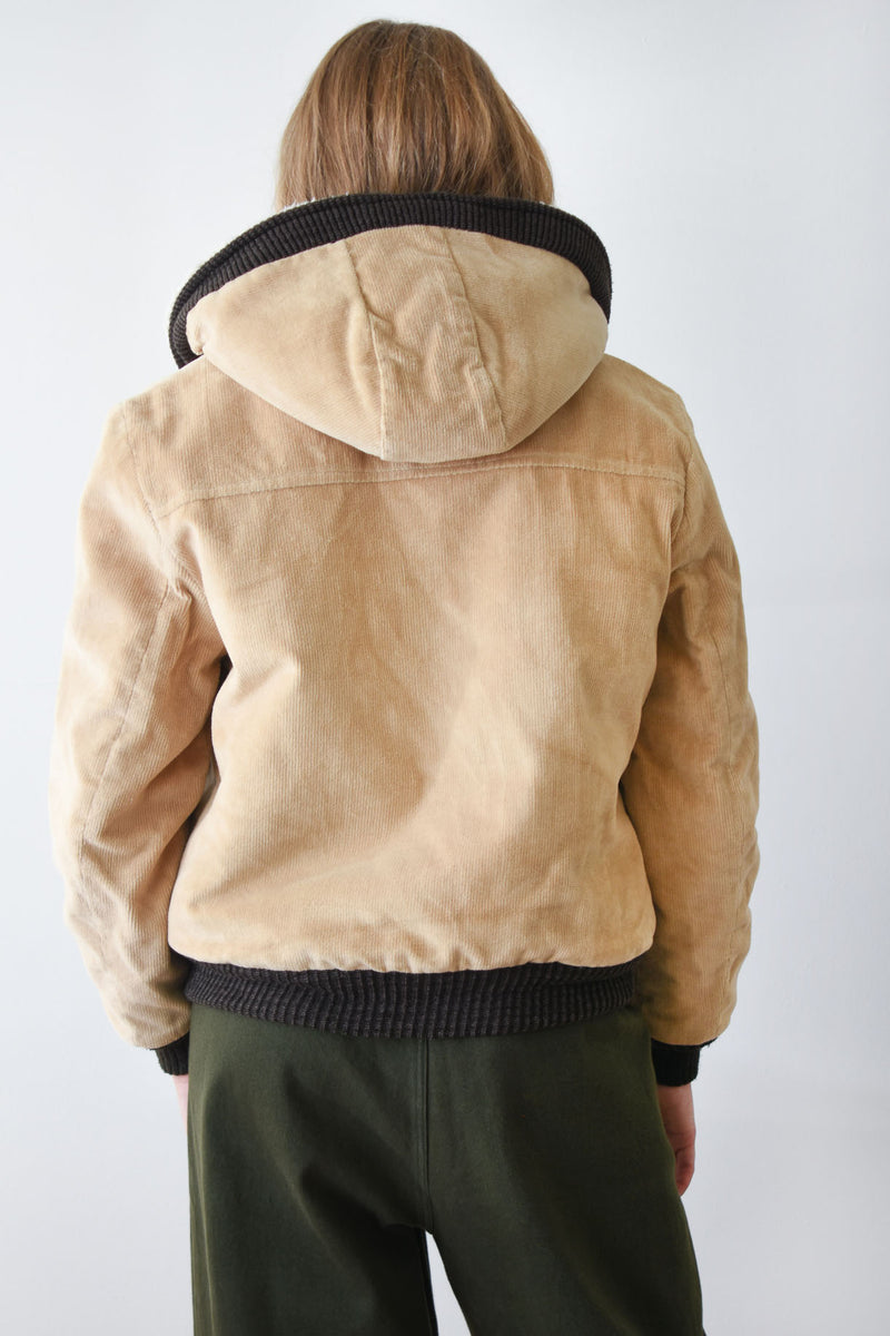 Vintage William Barry sand colored zip front corduroy jacket. Features a shearling lining, hood and two patch pockets.