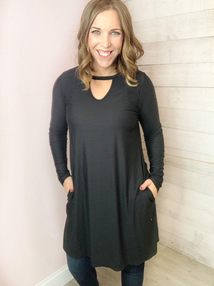 Dress- Black Long Sleeve w/ Front Keyhole