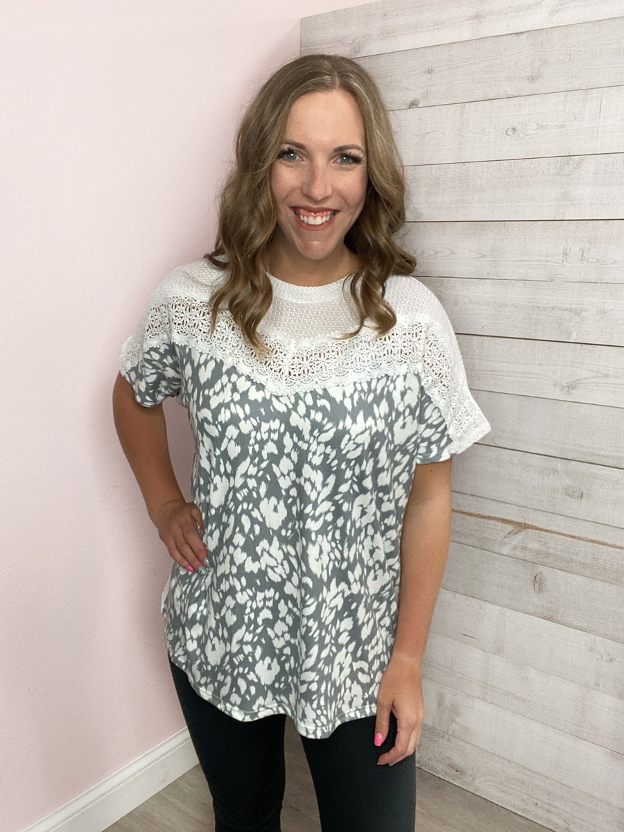 """So Captivating"" Grey/White Lace Short Sleeve Top"