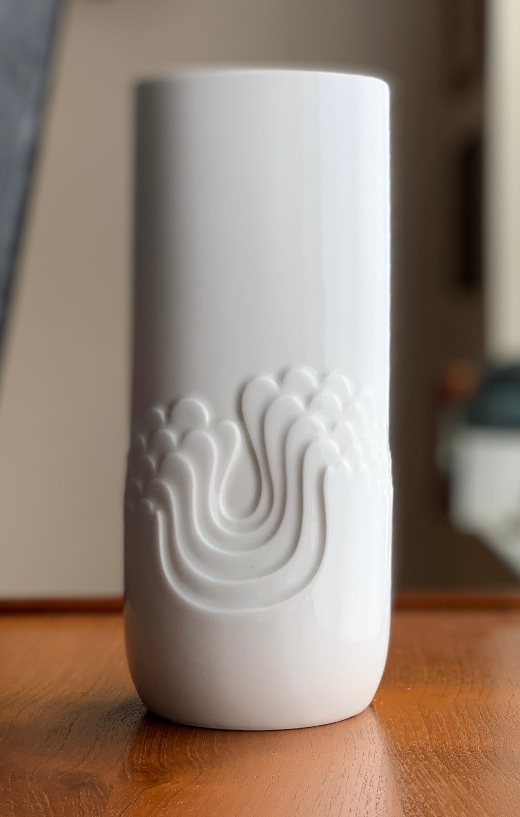 Tapio Wirkkala designed vase for Thomas Rosenthal Group. 1970s Large Size