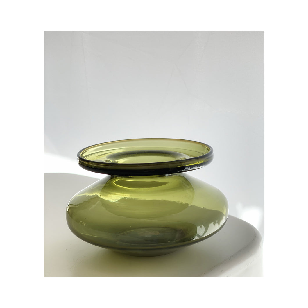 Iitalla Space age, vase / candleholder with exaggerated lip green Scandinavian vase