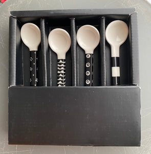 Marimekko Spoon Set 4 pieces ceramic monochrome graphic pattern Räsymatto ceramic spoons