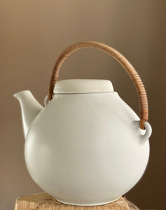 Arabia The GA teapot designed by Ulla Procopé-Nyman (1921-1968) GA3