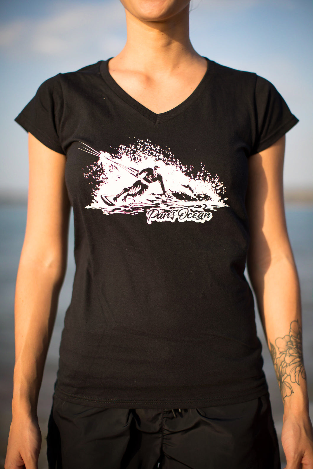 Women´s T-shirt V-neck BLACK