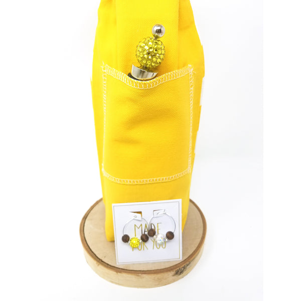 Yellow_chevron-wine-bag-back-pocket